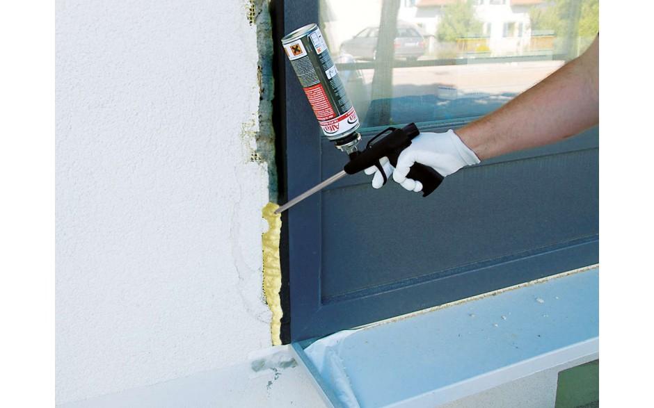 Dämmen und Isolieren von Anschlussfugen bei Fenstern und Türen